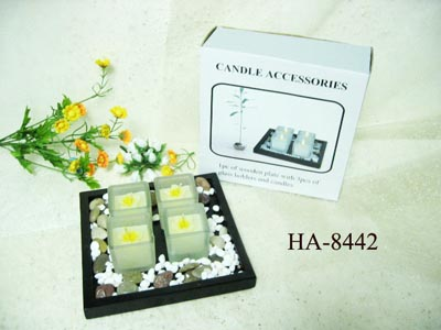 Glass candle holders with wooden plate set