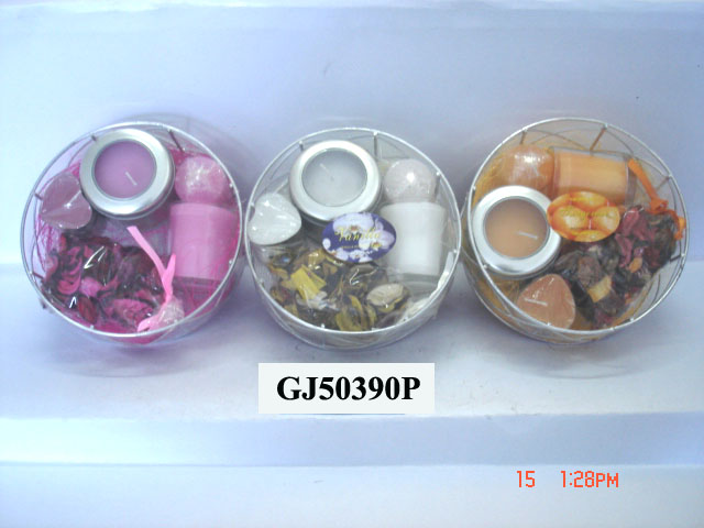 Scented candle set with different holders